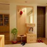 Шкаф-вешалка с сиденьем