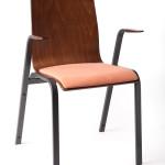 Металлический стул с подлокотниками