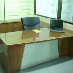 Классический офисный стол