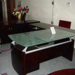 Стол для офиса с комбинированной столешницей